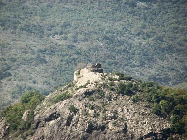 Крепость Црны Крш. Вид с дороги от Бара к перевалу Суторман.