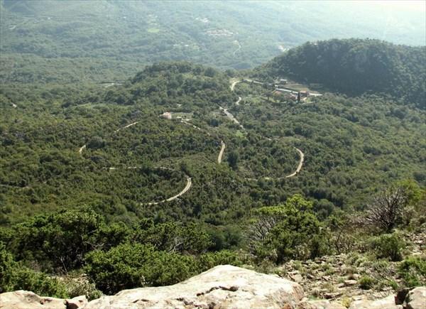 Вид из Грепости на монастырь Рибняк.