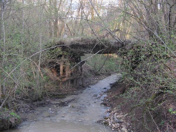 По таким мостам не рискуем ехать....вброд