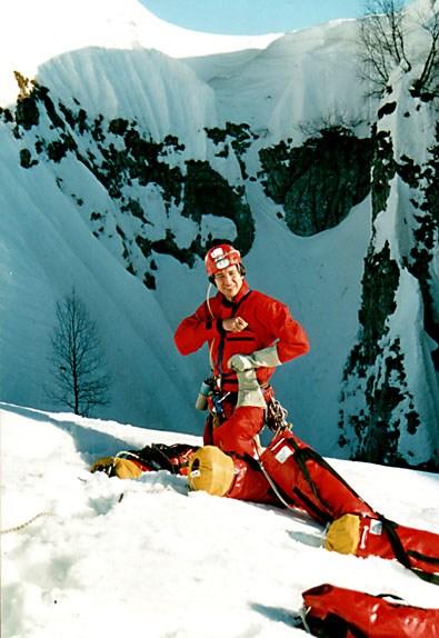 на фото: Влад Болгов первым спускается в Снежную