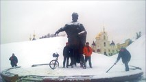 Таня и Витя у памятника Юрию Долгорукому