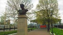 Памятник Мельникову в Любани