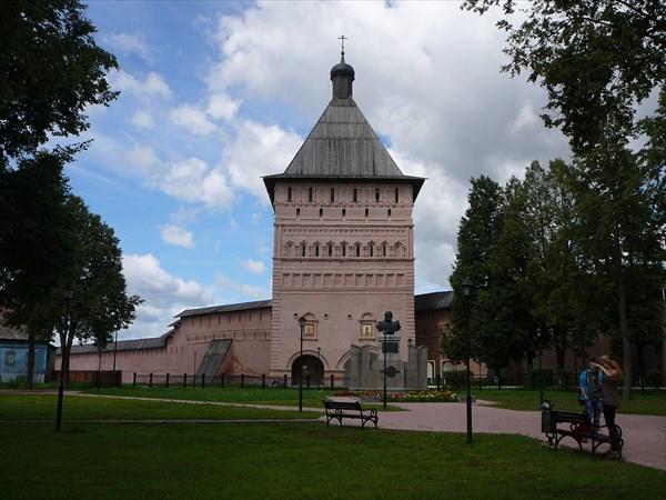 Главная въездная башня