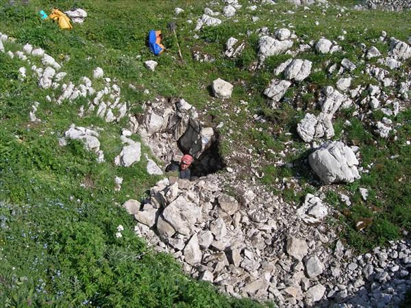 Нашел Саша щелку с тягой в камнях...