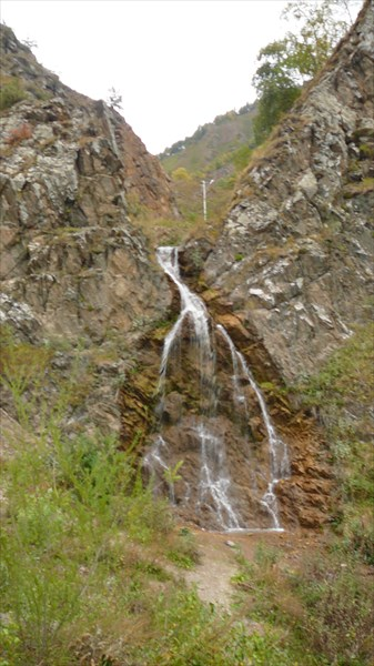 Водопад на спуске в долину Нарзанов