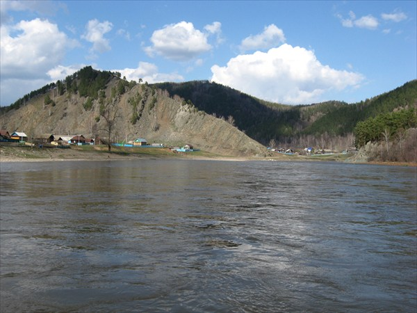 река разделила гору пополам