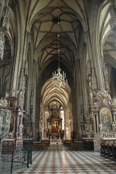Внутри собора св.Стефана