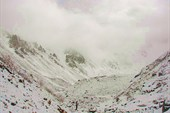 А наутро выпал снег. Мы идем на Мугувек!