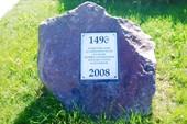 Камень в честь основания