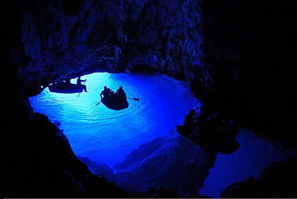 Bisevo-blue-cave0
