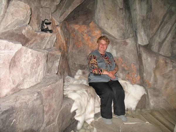 На шкуре белого медведя