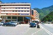Торговый центр на въезде в столицу Андорры