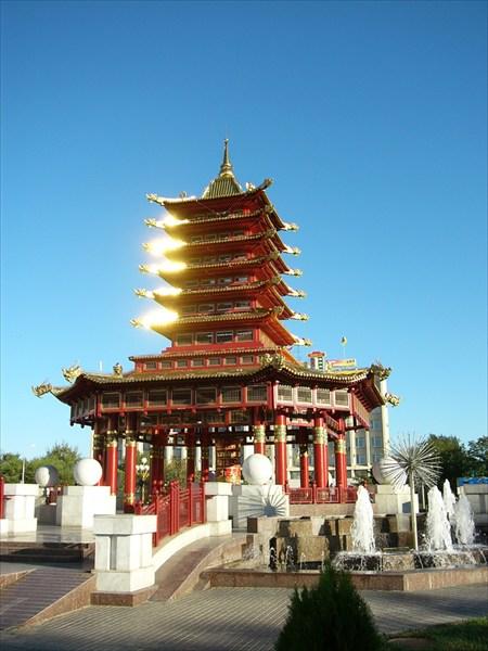 Пагода на центральной площади