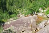 Вдалеке Малахитовая ванна