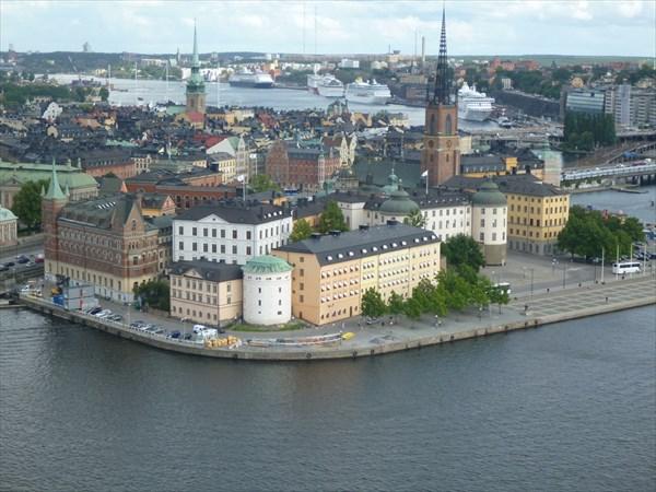 Вид с башни ратуши.