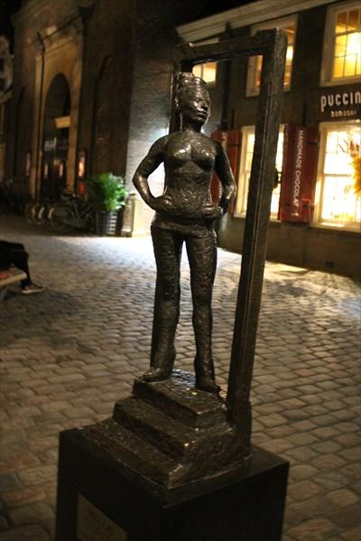 Памятник проститутки