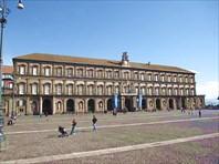 330px-Napoli_-_Palazzo_Reale19-Королевский дворец