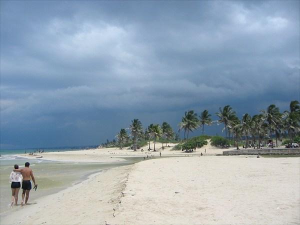 Июнь - вид на другую сторону пляжа в этот же момент