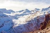 Вид на перевал Азау. Внизу - ущелье р. Азау. (пограничная зона)