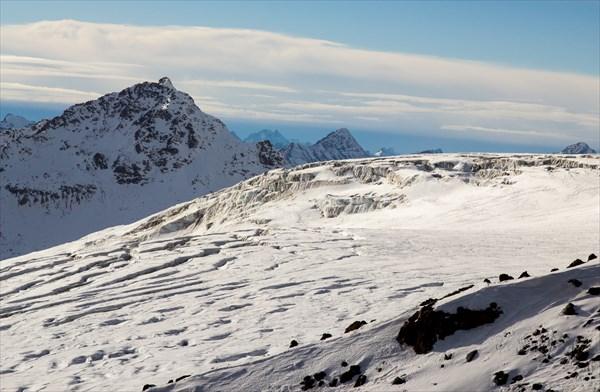 "Ледник Азау, вид с ""Бочек"""