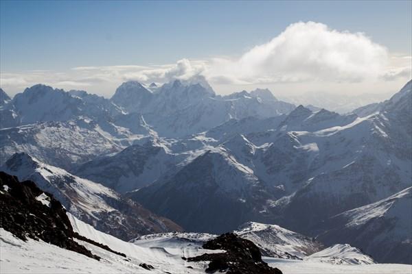 Ушба, обсерватория и Главный Кавказский хребет