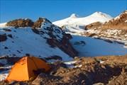 Палатка на 3100 с видом на Эльбрус