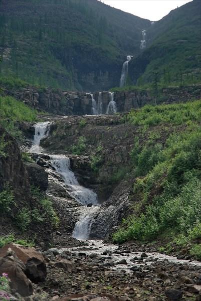 Каскад водопадов на ручье-притоке Иркингды