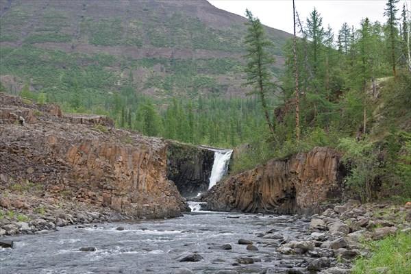 Водопад на Орокане