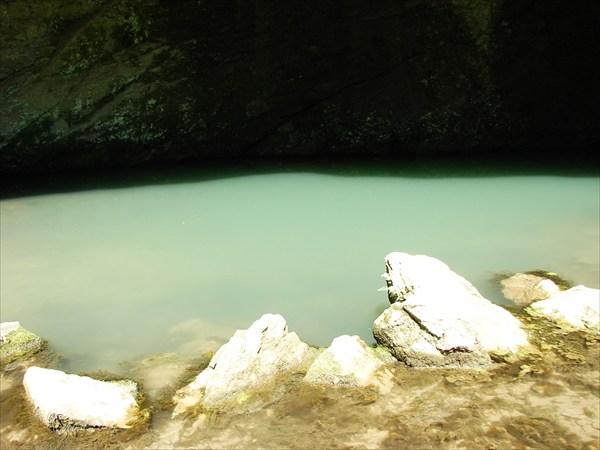 Голубое озеро у каповой пещеры...