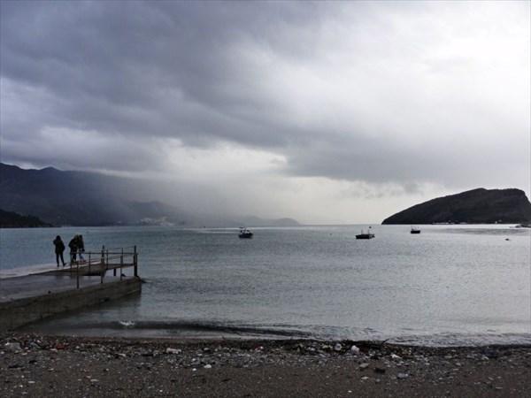 Море, вдали о.св.Николая