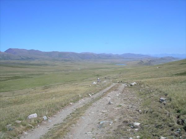 DSCN4042. Спуск с перевала, видны озёра Груша и Ак-Холь.