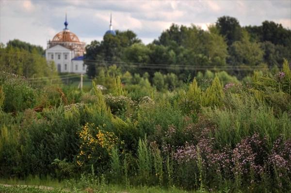 Вид на Сретенскую церковь