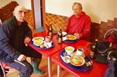 В  кафе `Самовар`