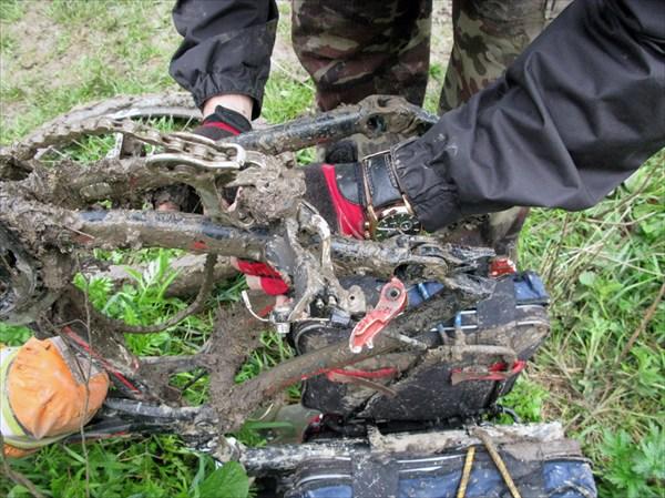 Иван разбомбил велосипед.