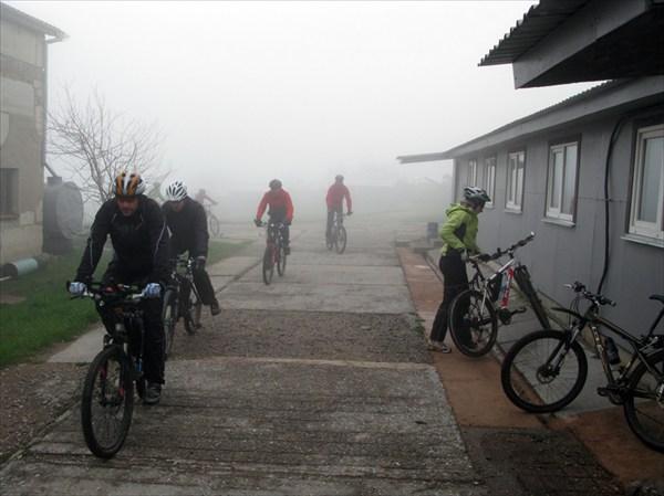 В тумане нащупали турбазу.