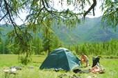 Андрей у палатки.