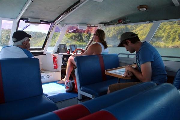 Пассажиров немного: кроме нас еще один