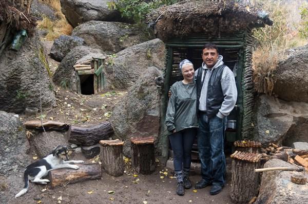 В гостях у Муратов. Алена с Муратом и Ромой (Рома первый слева)