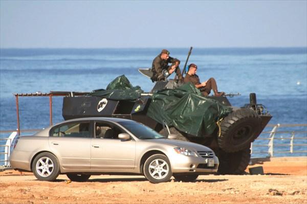 на фото: БТР на набережной в Бейруте