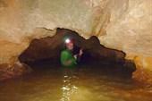 Сухих частей в пещере очень мало