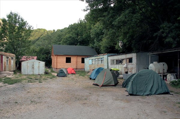 Лагерь на базе