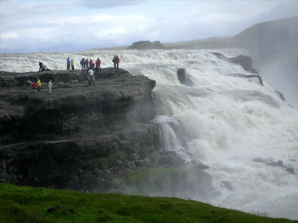 У водопада Гульфосс