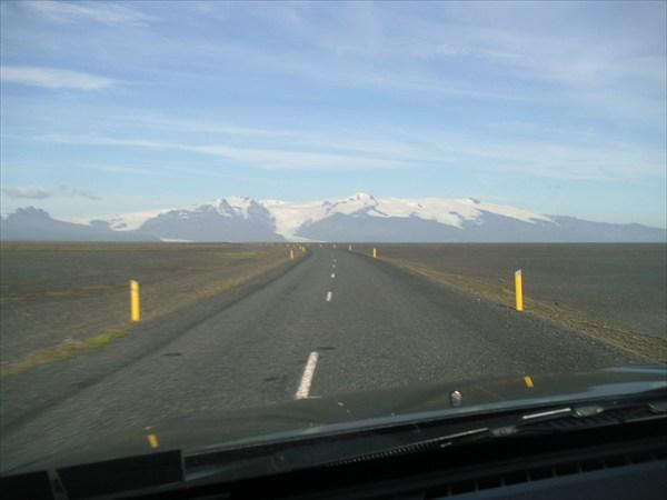 Вид на ледник Ватнайёкулл (Vatnajokull)