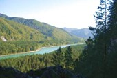 река с обрыва