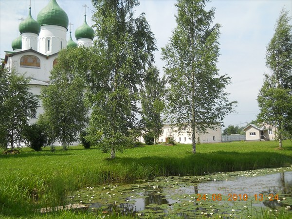 Вяжиский монастырь. Пруд