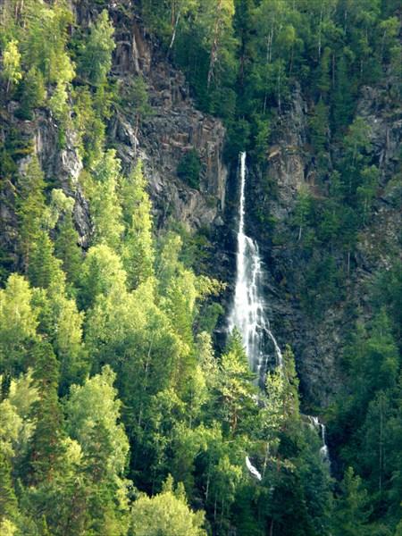 Вид с катера на водопад оз. Телецкое