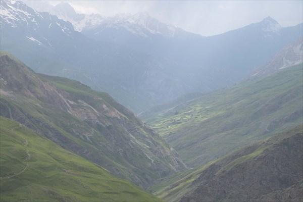Долина Ягноба и дорога вдоль него