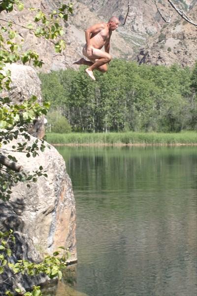 Димон купается