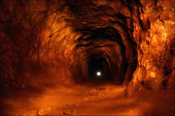 на фото: Штольня Новочагырского рудника