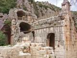 Каменные гробницы